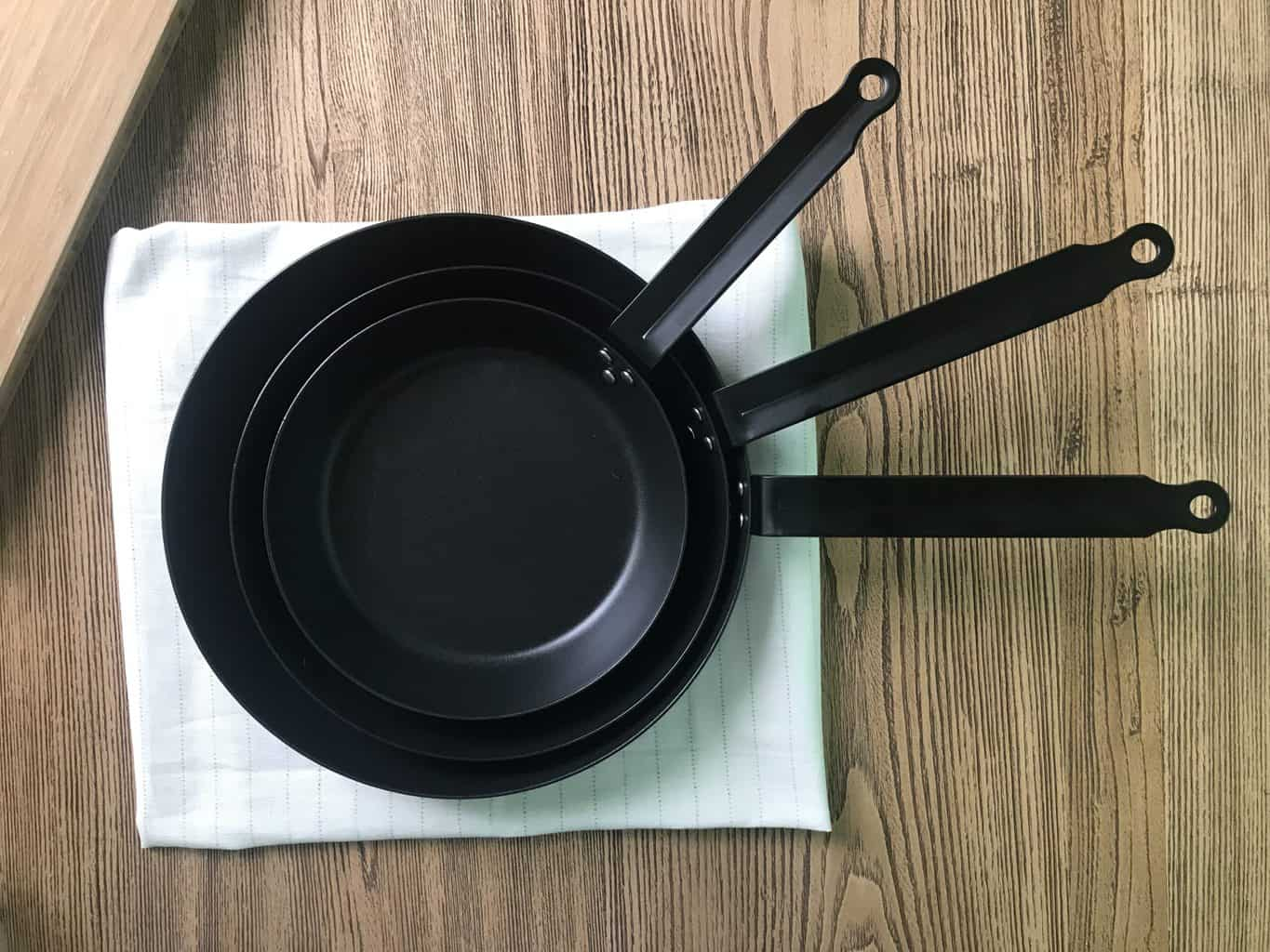 A set of iron casted pans