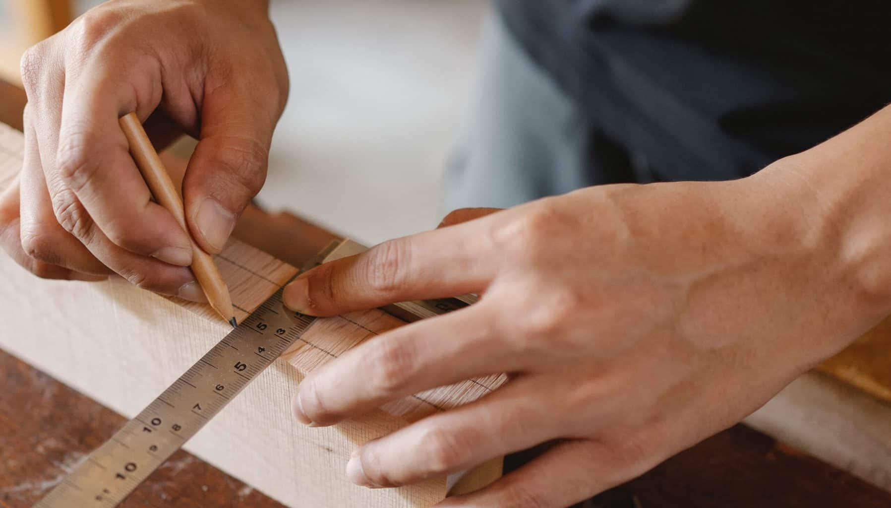Marking the wood with measurements
